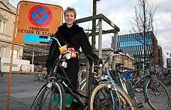 CD&amp;V-raadslid Hedwige Nuyens wil aparte zones voor studenten die hun fiets maanden in een rek laten staan.Johan Van Cutsem<br>