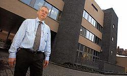 Chris Van der Beken, directeur facilitaire diensten, voor de nieuwe vleugel van het H.Hartziekenhuis in Menen.<br> Patrick Holderbeke