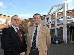Vice-president Barco Jean-Pierre Tanghe (links) en president BarcoVision Bernard Cruycke voor de Barco-gebouwen in de Theodoor Sevenslaan die verkocht worden. Patrick Holderbeke