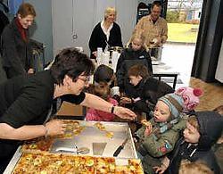 De kindjes van de Sint-Jozefschool konden gisteren proeven van allerlei lekkers. Paul De Malsche