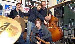 De jonge band bestaat uit Michiel Claus aan de drums, Pieter Baert op de contrabas, Lennart Van Praet aan de piano en Lucien Fraipont speelt uitzonderlijk mee op gitaar. Yvan De Saedeleer<br>