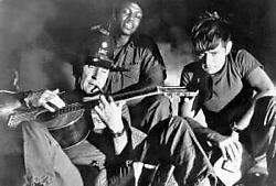Met Albert Hall en Martin Sheen in Apocalypse Now. ap<br>