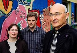 Voor hun protest tegen gsm-masten kregen Christa Verhaegen en Philip De Wilde de steun van professor Victor Moshchalkov (rechts).Johan Van Cutsem