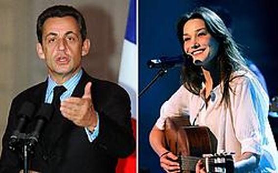 Carla Bruni nog niet getrouwd, Sarkozy alleen naar India