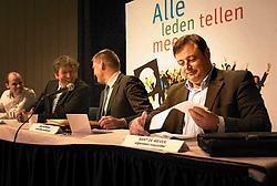 N-VA-voorzitter Bart De Wever haalde gisteren op het partijcongres in Gent scherp uit naar premier Verhofstadt. Michiel Hendryckx<br>