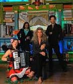 Guido Belcanto, Vitalski, Lady Angelina en Martin Jansen zijn in de ban van het orgel.<br> ingezonden beeld