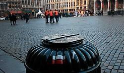 De vuilnisbakken op de Grote Markt in Brussel blijven afgesloten.Ivan Put<br>