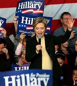 De Democrate Hillary Clinton, senator voor New York en kandidate voor de presidentsverkiezingen in de Verenigde Staten, voert tot het laatste moment campagne om de kiezers van Iowa te overtuigen voor haar te stemmen. De voorverkiezingen in Iowa zijn de ee