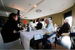 Restaurant Mange-Tout in Nevele is rookvrij. Sofie D'hondt juicht het verbod toe: 'Het rookverbod geldt in alle restaurants, er is dus geen concurrentie op dat vlak.'Gregoire De Poorter<br>