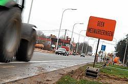 Het kruispunt van de Deinsesteenweg met de Galgenveldstraat. Het verkeer moet er straks over versmalde rijstroken. Frank Meurisse