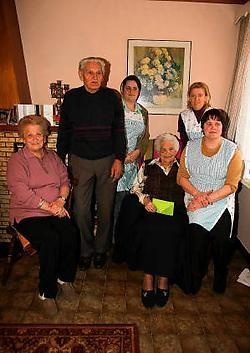Dankzij de hulp van familie en van Familiehulp woont Catharina Van De Cloodt nog altijd zelfstandig. Louis Verbraeken