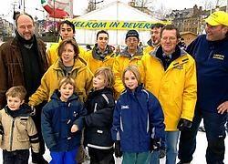 Flo Morreel uit Bornem, op de foto met onder meer broertjes Max en Jop en mama Pascal, was de 16.712de schaatser en werd overladen met cadeautjes. Paul De Malsche
