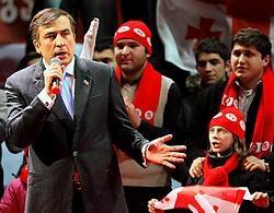 De Georgische president, Michail Saakasjvili (links), eiste zaterdag al publiekelijk de verkiezingszege op.epa<br>