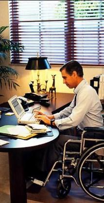 Tegen 2010 wil minister Bourgeois 4,5 procent gehandicapten aan het werk bij de Vlaamse overheid. pn<br>