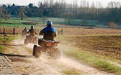 Binnenkort kan de politie optreden tegen overlast door quads. Deze quads werden gespot ter hoogte van de Nostraat, tussen Asbeek en Asse-Terheide, op het traject van de mountainbikeroute. Rudy De Saedeleir<br>