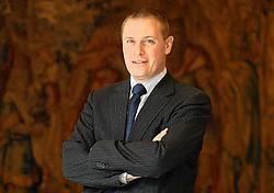 De nieuwe voorzitter van de Serv, Unizo-topman Karel Van Eetvelt, wil bekijken of de overschotten kunnen worden aangewend om de vergrijzing op te vangen. belga<br>