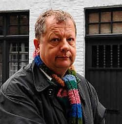 Buurtbewoner Paul Vanhecke zorgde ervoor dat de frietketelbrand in de Kastanjeboomgaardstraat 12 beperkt bleef tot de keuken. <br>Michel Vanneuville<br>