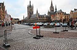 De borden staan er maar het tijdelijk verkeersreglement is nog niet aangepast. Wie weet nog wat mag en wat niet mag? Bart Vandenbroucke