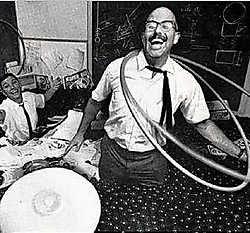 Richard Knerr (r.) en Arthur Melin (l., op een foto uit 1965) hielden nauwelijks winst over aan de hoelahoep. rr <br>