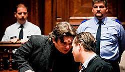 Beschuldigde Dirk Van Croonenborch overlegt tijdens het proces met zijn advocaat, Walter Daemen. Wim Daneels<br>