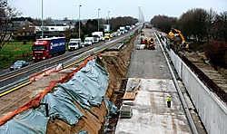 De uitgegraven eerste tunnelkoker is al duidelijk zichtbaar. Binnen enkele weken kan er al verkeer door de tunnel. Gregoire De Poorter