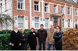 CD&amp;V-Assenede met Remi Van de Veire, Rosa Valcke, Martine Coppejans, Nic van Zele, Koen van Ootegem en Trees Van Eykeren wil de abdijsite in Oosteeklo laten aankopen door de gemeente. Vacas<br>