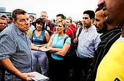 Vakbondsman Rudi Kennes (links, tijdens de staking vorig jaar): 'De laatste loonsverhoging bij Opel dateert van 1 april 2005.'<br>Wim Daneels