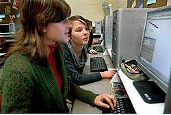 Leerlingen van de Broederschool kunnen voortaan online opdrachten uitvoeren. Paul De Malsche