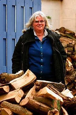 Margaretha Guidone (SP.A) stapt gefrustreerd uit het hectische politieke leven en trekt naar Canada. Op zoek naar zuivere lucht. Pol De Wilde<br>