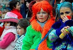 De Jefkes bieden de kinderen een eigen groot carnavalsfeest in Sint-Anna.