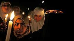 Een mars bij kaarslicht in Gaza-Stad als protest tegen de Israëlische blokkade.ap<br>