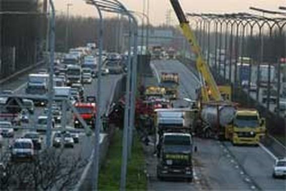 Ongeval met vijf vrachtwagens op E17 in Gent