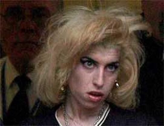 Amy Winehouse te zien in drugsvideo