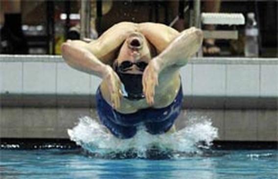 Michael Phelps wint 5 wedstrijden op zwemmeeting