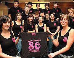 De leiding van KLJ Nazareth liet een verjaardags T-shirt drukken. Met zeventien mannen en vrouwen bezorgen ze de jeugd een plezante zaterdag of zondag, een weekend en een zomerkamp. Boss<br>