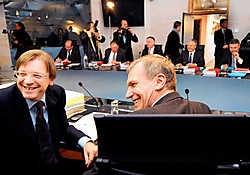 Guy Verhofstadt en Yves Leterme. Zal het lachen hen vergaan op 23 maart?ivan put<br>