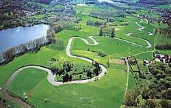 De meanders van de Dijle tussen Oud-Heverlee en Korbeek-Dijle. Wellicht zijn ook zij het werk van mensenhanden.Photo News<br>