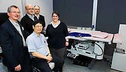 Directeur Roger Vande Walle, Dr. Djoa Liong, Dr. Stefaan Marcelis, Dr. Peter Moons en Dr. Vally De Wilde.<br>Stefaan Beel<br>