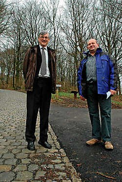 Bernard Heens en Luc Gruson op het punt waar de alternatieve afdaling weer op het normale parcours uitkomt. Tanith Constant
