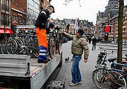 De fietsen blijven nog zes maanden in het fietsenmagazijn van de stad. Dan worden ze hersteld en verkocht. Louis Verbraeken