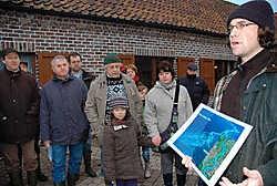 Een gids toonde de wandelaars wat de verdere plannen zijn voor het natuurreservaat.Guy Van Den Bossche