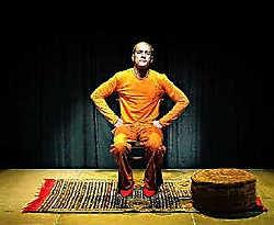 Jamal Boukhriss balanceert op de rand van cabaret en stand-up comedy. Ingezonden beeld