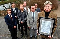Marleen Bosmans nam de onderscheiding voor haar vader Felicien Bosmans in ontvangst. Yvan De Saedeleer