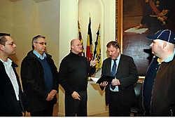 Supporters Joeri Lyssens en Patrick Van Wesemael, voorzitter Dirk Verelst, burgemeester Marc Van de Vijver en supporter Ingwin Daman zaten gisteravond samen rond de tafel. Paul De Malsche