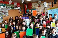 De leerlingen van het vijfde jaar van de Heilig Hartschool koppelden de gedichten aan de activiteit van de winkel.evd<br>