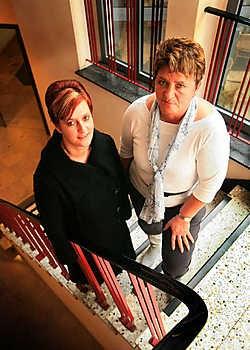 Marleen Ceyssens en Bertha Haanen klagen de moordende werkdruk aan. Mine Dalemans<br>