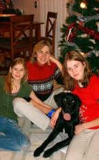 Martine Philips, met haar dochters Lynn en Jill en hond Luka, woont al tien jaar in de Verenigde Staten. Ingezonden foto
