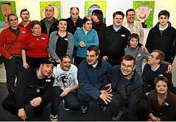 De gasten van het Dagcentrum tonen hun kunstwerken nog tot 2 maart in de Sint-Niklase Stadsschouwburg. Paul De Malsche