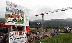 Huizenbouw in Bilbao. In de voorbije jaren werden in Spanje jaarlijks 800.000 nieuwe woningen opgeleverd, goed voor een overproductie van een half miljoen huizen per jaar.bloomberg news<br>