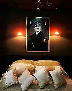 De Joodse Anti-Defamation League hoopt dat de hoteleigenaar het portret van de Führer verwijdert en de kamer een andere naam geeft.rr<br>